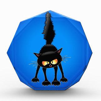 Dibujo animado feroz divertido del gato negro
