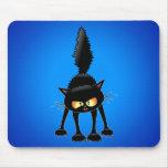 Dibujo animado feroz divertido del gato negro tapetes de ratón