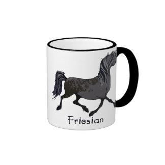 Dibujo animado frisio del caballo taza de dos colores