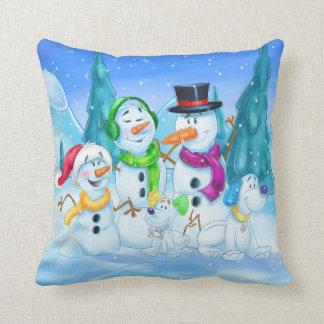 Dibujo animado lindo de la familia de la nieve almohada