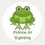 Dibujo animado lindo de la rana - príncipe en el e etiqueta