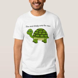 Dibujo animado lindo de la tortuga poleras