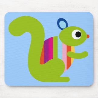 Dibujo animado lindo de las marmotas de los Chipmu Tapetes De Ratón