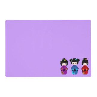 Dibujo animado lindo de las muñecas del kokeshi tapete individual