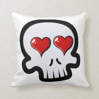 Dibujo animado lindo de los cráneos del corazón almohada
