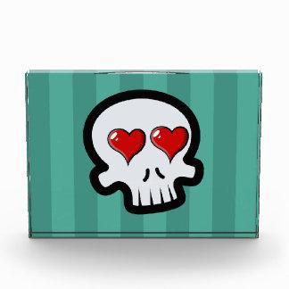 Dibujo animado lindo de los cráneos del corazón