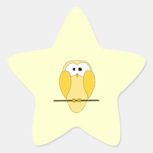 Dibujo animado lindo del búho. Amarillo Pegatina En Forma De Estrella
