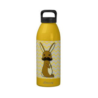 Dibujo animado lindo del conejito del bigote botellas de beber