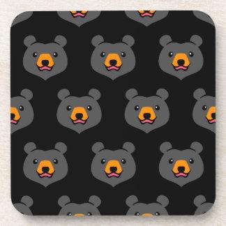 Dibujo animado lindo minimalista del oso negro posavasos de bebidas