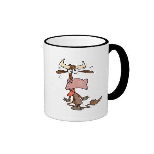 dibujo animado marrón cansado tonto de la vaca taza a dos colores