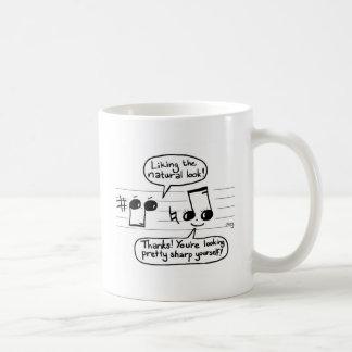 Dibujo animado musical del humor taza de café