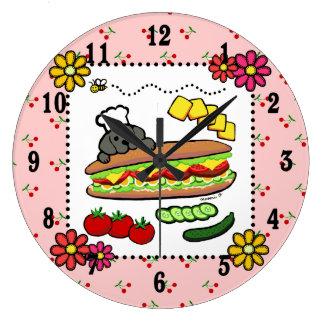 Dibujo animado negro de la panadería de Labrador Reloj Redondo Grande