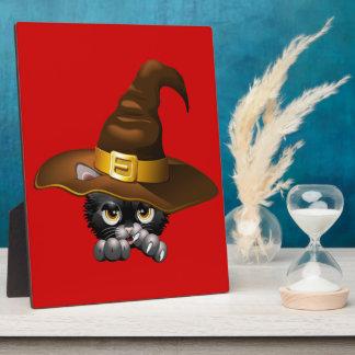 Dibujo animado negro del gatito con el gorra de la placas con fotos