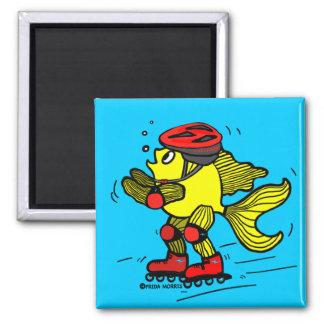Dibujo animado patinador divertido de los pescados imán cuadrado