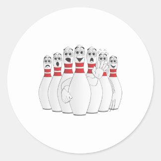 Dibujo animado preocupante de los pernos de bolos etiquetas redondas