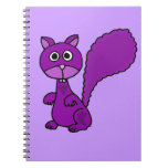 Dibujo animado púrpura divertido de la ardilla libros de apuntes