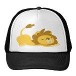 Dibujo animado que estira el gorra del león