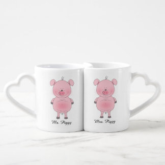 Dibujo animado rosado alegre del cerdo tazas amorosas