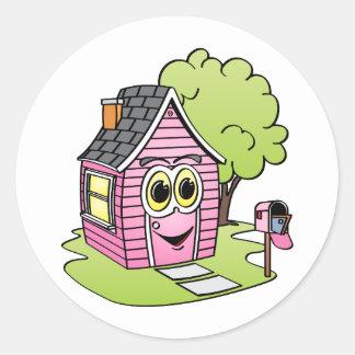 Dibujo animado rosado de la casa pegatina redonda