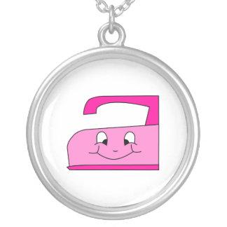 Dibujo animado rosado del hierro. En blanco Colgante Redondo