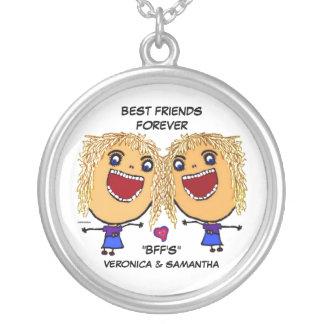 Dibujo animado rubio de los mejores amigos pendientes