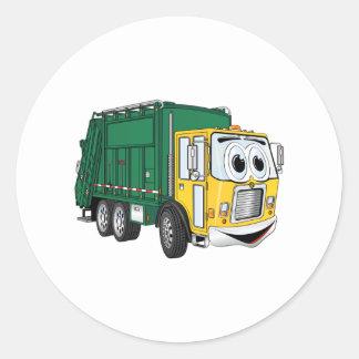 Dibujo animado sonriente del camión de basura del pegatina redonda