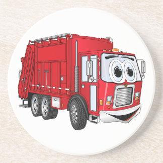 Dibujo animado sonriente rojo del camión de basura posavasos cerveza