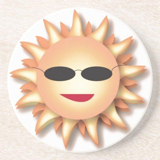 Dibujo animado Sun que lleva sombras frescas Posavasos Cerveza