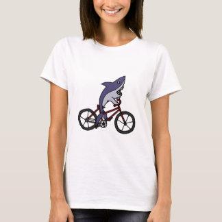 Dibujo animado tonto de la bicicleta del montar a playera