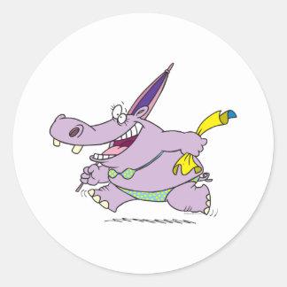 dibujo animado tonto del hipopótamo de la playa pegatina redonda