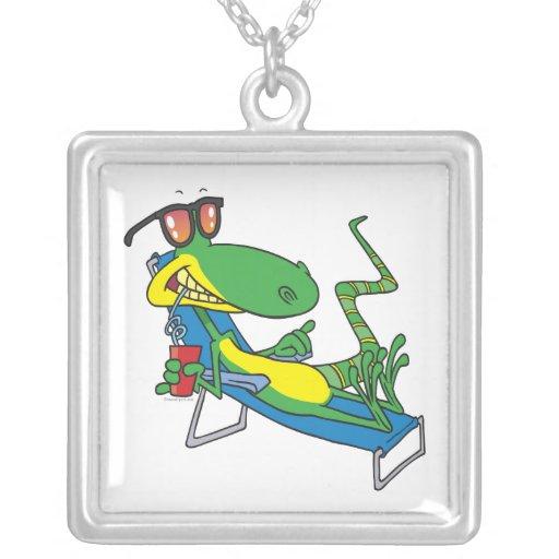 dibujo animado tonto lindo del lagarto del sol que pendiente personalizado