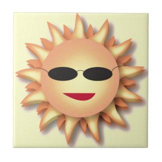 Dibujo animado tridimensional Sun con la teja de l