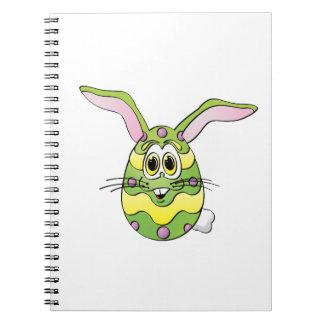 Dibujo animado verde del huevo del conejito de spiral notebooks