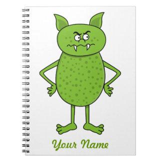 Dibujo animado verde lindo del goblin libro de apuntes con espiral