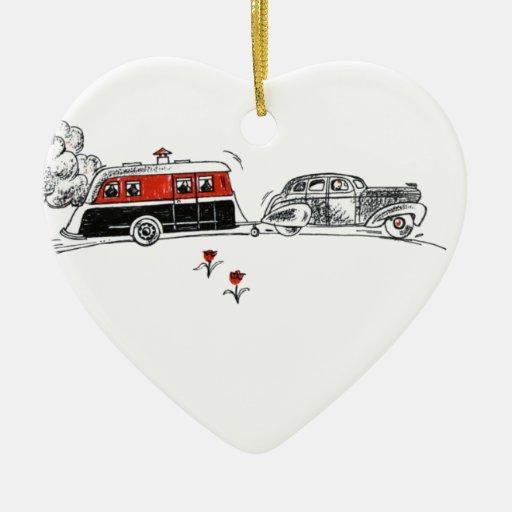 Dibujo antiguo del campista y del coche de rv adorno navideño de cerámica en forma de corazón