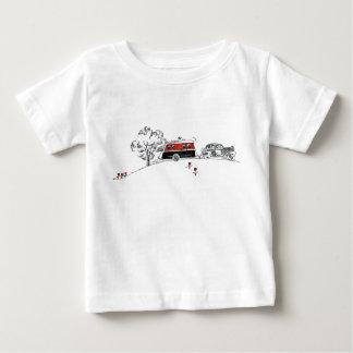 Dibujo antiguo del campista y del coche de rv tee shirts