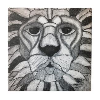 Dibujo blanco del negro del carbón de leña del leó azulejo cuadrado pequeño