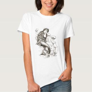 Dibujo blanco negro de la sirena del vintage remeras