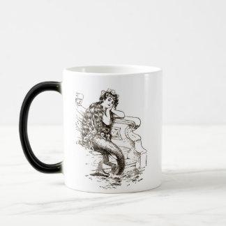 Dibujo blanco negro de la sirena del vintage taza