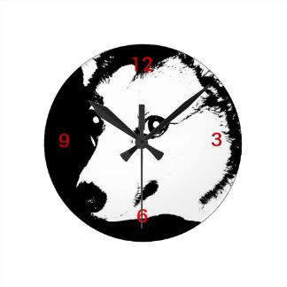 Dibujo blanco y negro de la foto del arte del reloj redondo mediano