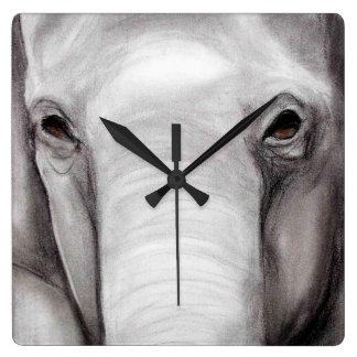 Dibujo de carbón de leña de la fauna de los elefan reloj cuadrado