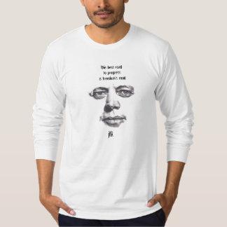 Dibujo de carbón de leña y camisa de John F.