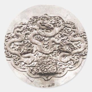 Dibujo de la escultura del dragón etiqueta redonda