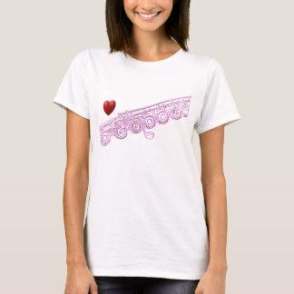 Dibujo de la flauta y camisa rosados del corazón