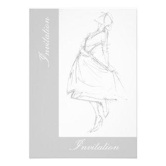 Dibujo de lápiz elegante de la mujer en vestido comunicado personalizado