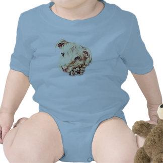 Dibujo de Pitbull en la camisa del bebé