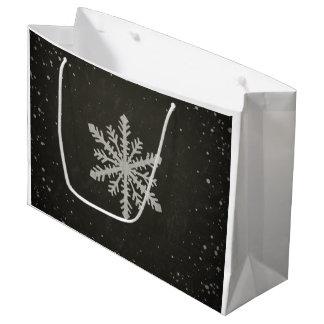 Dibujo de tiza blanco del copo de nieve del bolsa de regalo grande