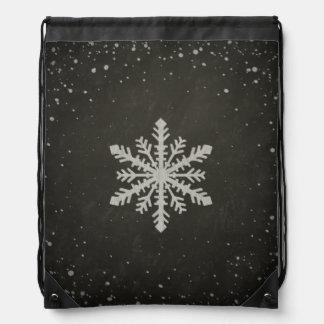 Dibujo de tiza blanco del copo de nieve del mochila