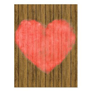 Dibujo del corazón en la pared de madera postales