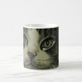 Dibujo del gato con la nariz roja en la taza